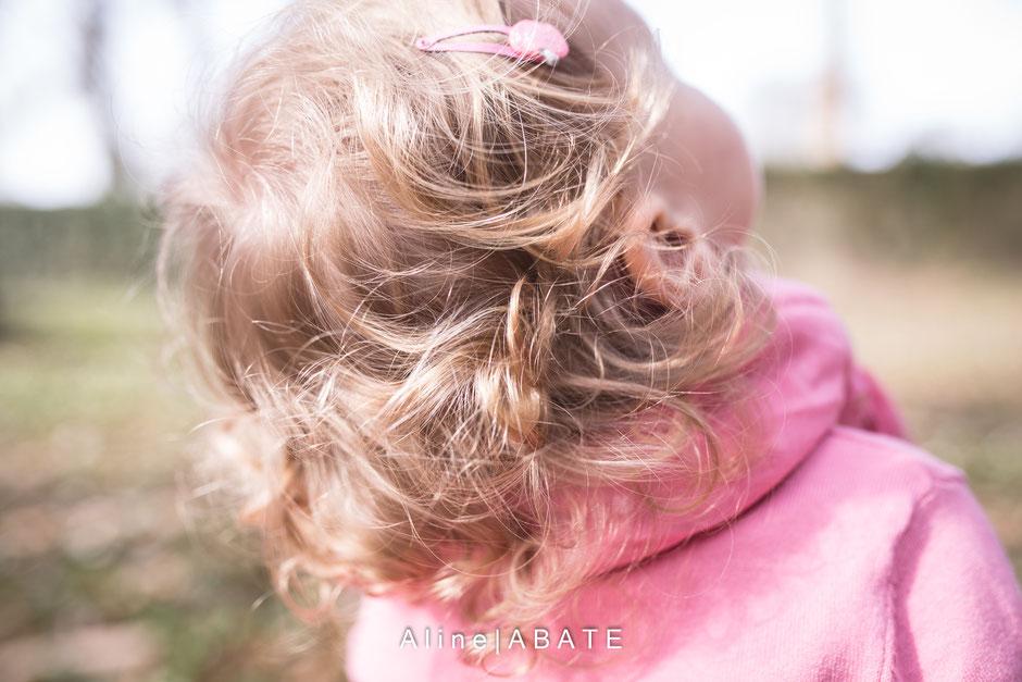 cheveux d'enfant blond