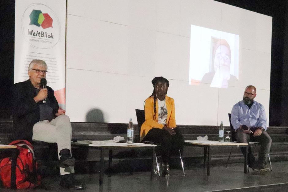 Auf dem Podium v.l.: Rafael Nikodemus, Becky Fetsch und Stephan Koch  I  Foto: Sabine Merkelt-Rahm