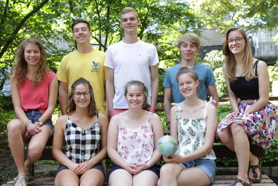 Acht junge Leute aus dem Bistum Essen starten Ende August in ihr freiwilliges soziales Jahr im Ausland. Auch der Duisburger Tobias Ambold (2.v.l) ist dabei. Foto: Nicole Cronauge | Bistum Essen