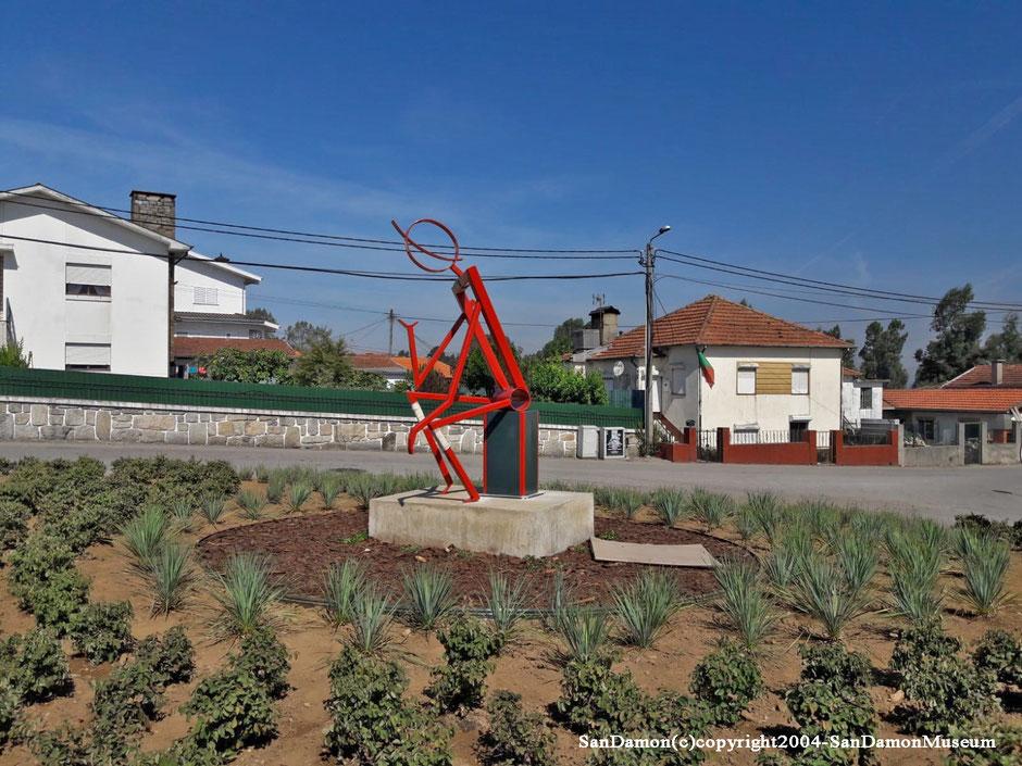 Lors de son installation au Portugal ( SOG, Le Danonaselo )