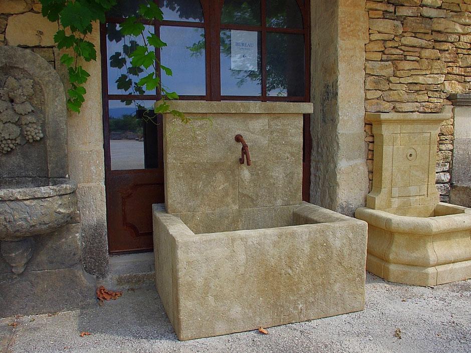 Wandbrunnen Garten CARCASONNE aus Naturstein, französisch, historisch, handgefertigt