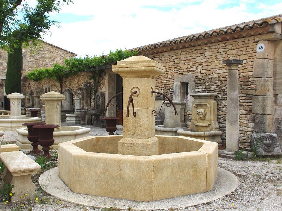 Historische Natursteinbrunnen Dorfbrunnen COUNTRY aus Naturstein, handgefertigt aus Frankreich