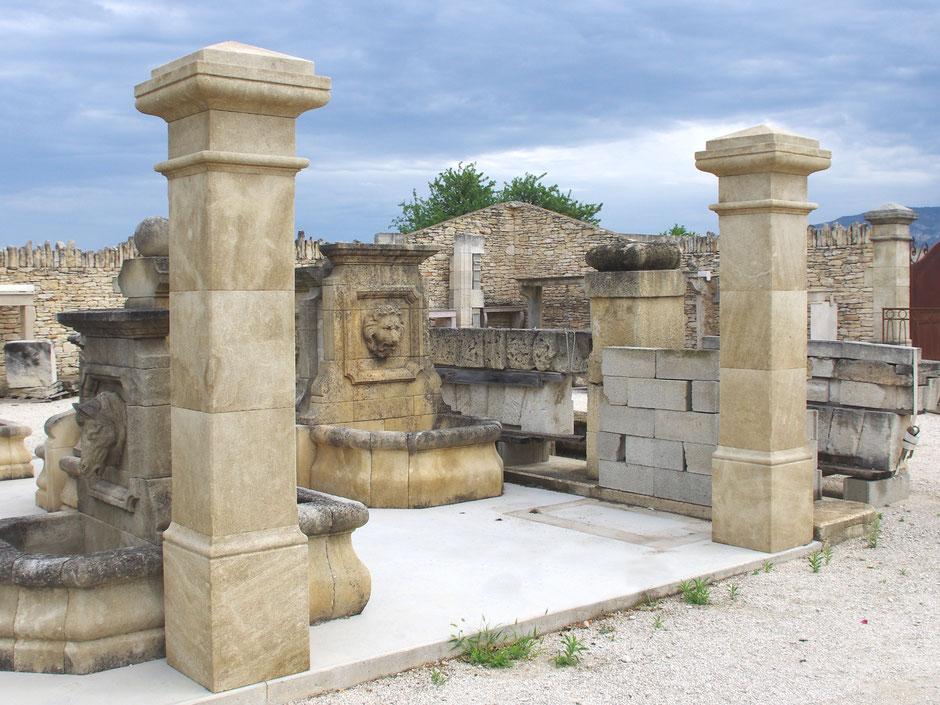 Torpfosten mit Pyramidkapitell handgefertigt in Provence aus französischen Naturstein