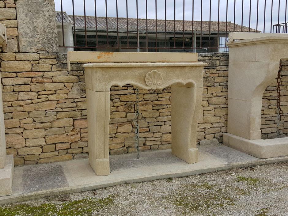 Kamin Naturstein antik französisch