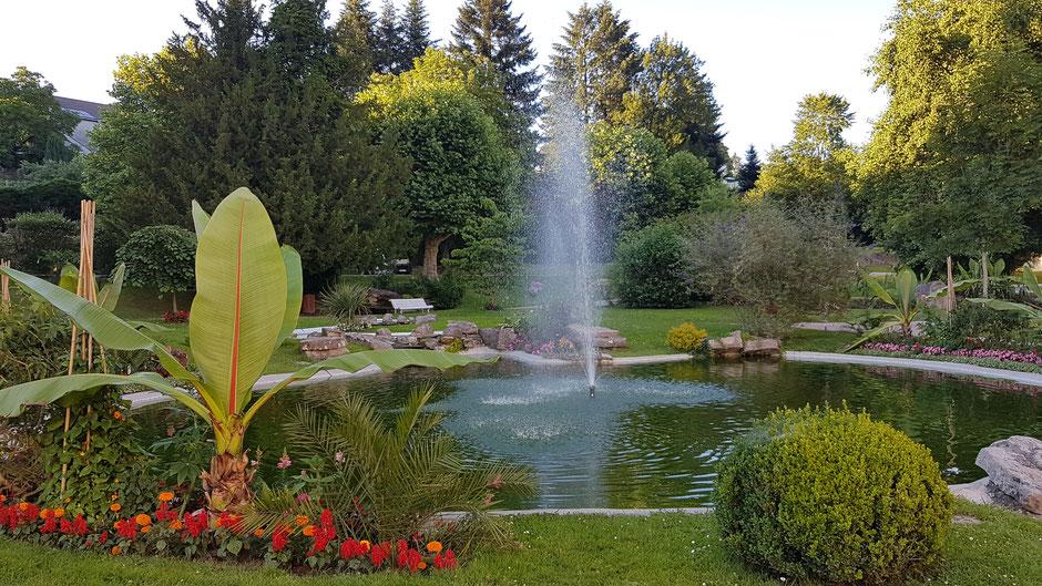 La pièce d'eau du Petit Parc thermal face au Bain de la Promenade (c) Municipalité de LVLB