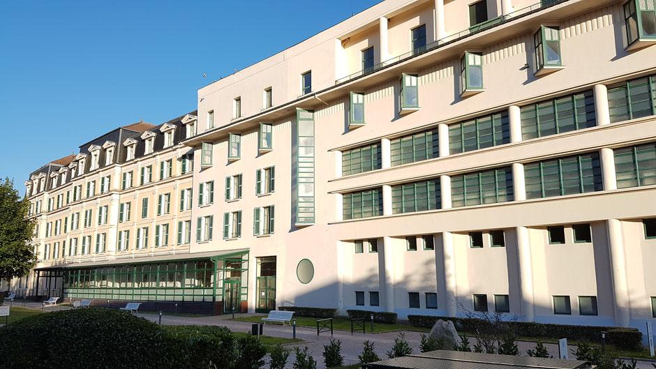 Les Bains de la Promenade et l'ancien Grand Hôtel (c) Municipalité de LVLB