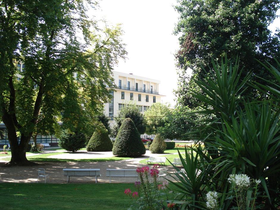 Le Petit Parc thermal avec les Bains de la Promenade, de style Art Déco (1928) (c) Municipalité de LVLB