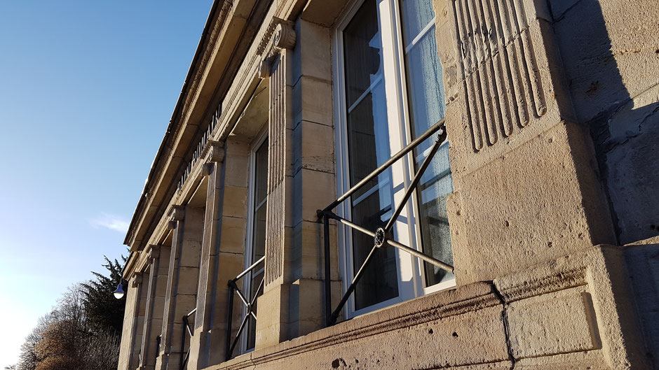 Le Bain Romain construit en 1845 à l'emplacement des thermes antiques, cœur de la station (c) Municipalité de LVLB