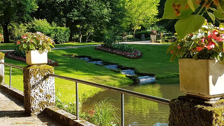 Les rives de l'étang du Parc avec l'Escalier d'eau (c) Municipalité de LVLB
