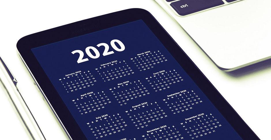 タブレットに表示された2020年のカレンダー