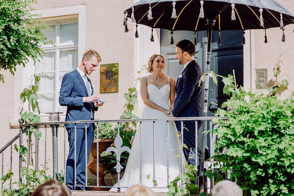 Freie Trauung im Sommer auf Schlossgut Diel in der Gegend von Bad Kreuznach