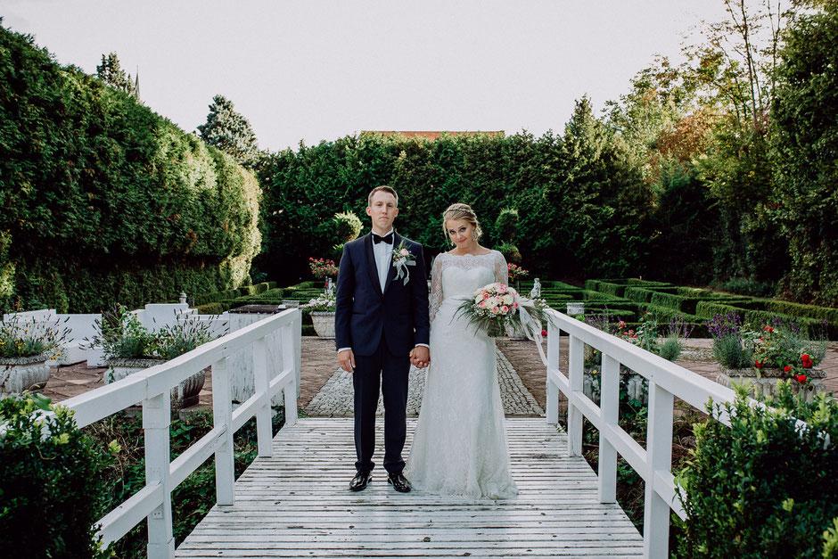 Englischer Garten Haldmühle Bissersheim mit Brautpaar