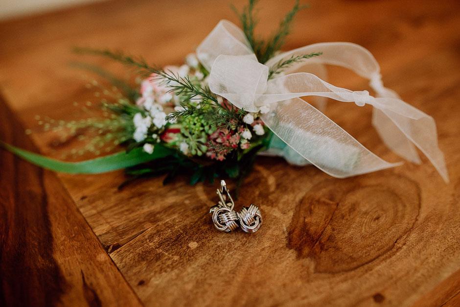 Manschettenknöpfe und Anstecker Bräutigam