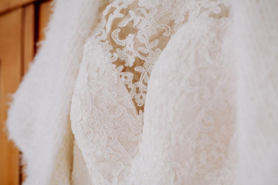 Oberteil des Brautkleids mit edler Spitzenverzierung