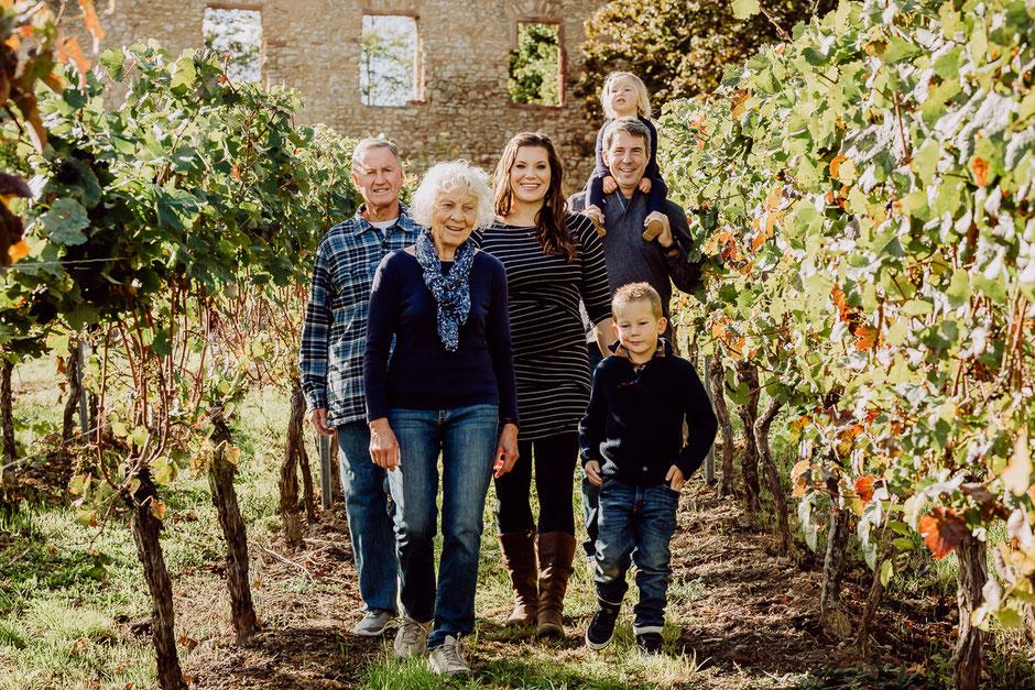 Großfamilie in den Weinbergen bei Oppenheim