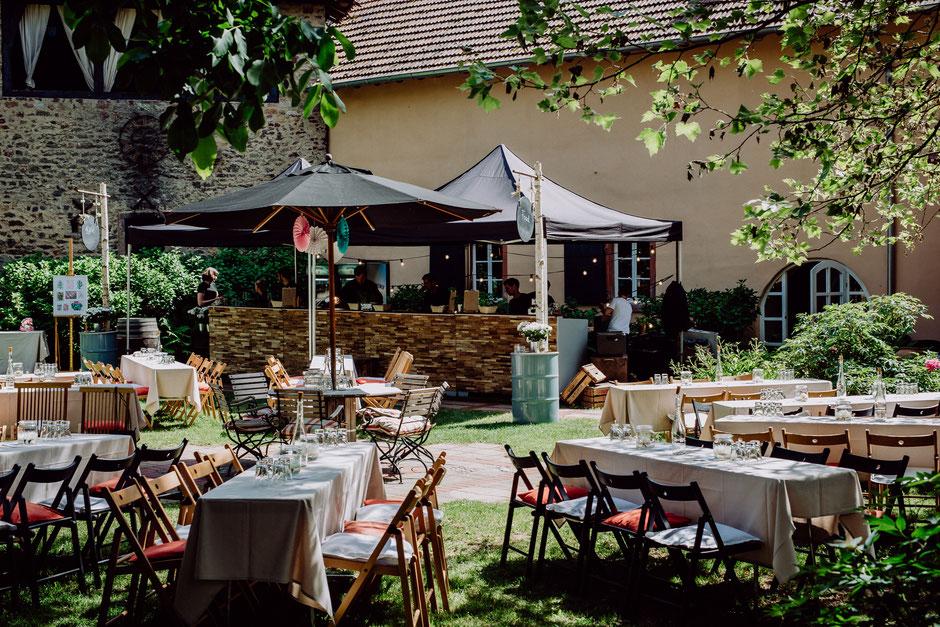 Sommerhochzeit im Garten von Schlossgut Diel in Rümmelsheim