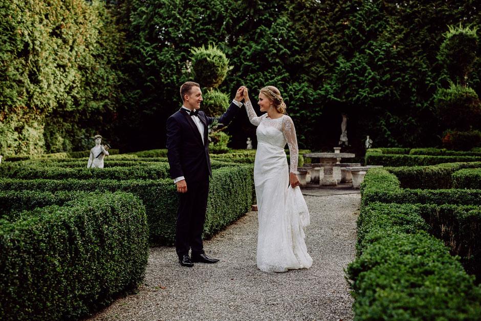 tanzendes Brautpaar im Garten Bissersheim