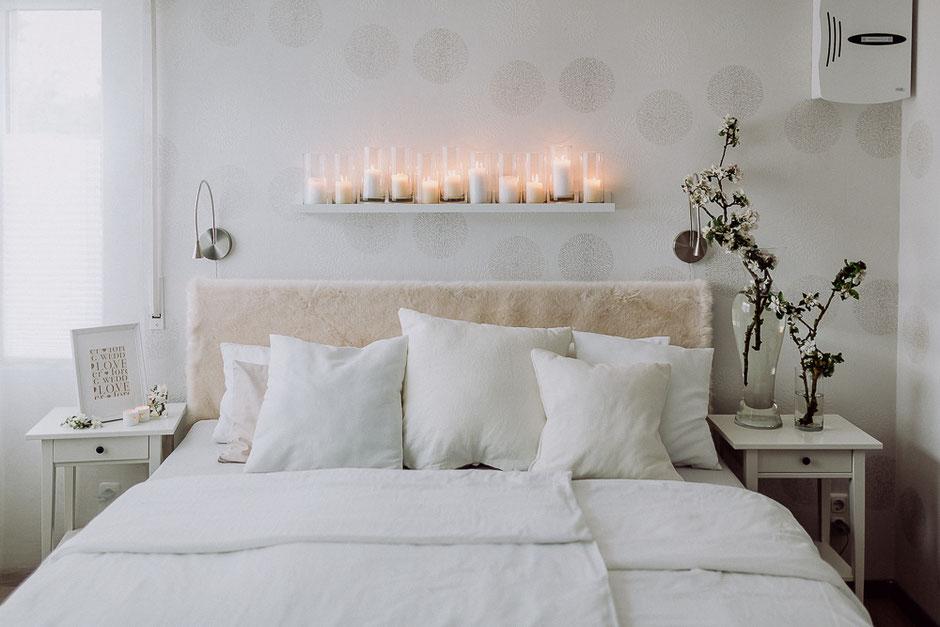 mit Kerzen dekoriertes Schlafzimmer für Boudoir Fotoshooting in Nackenheim