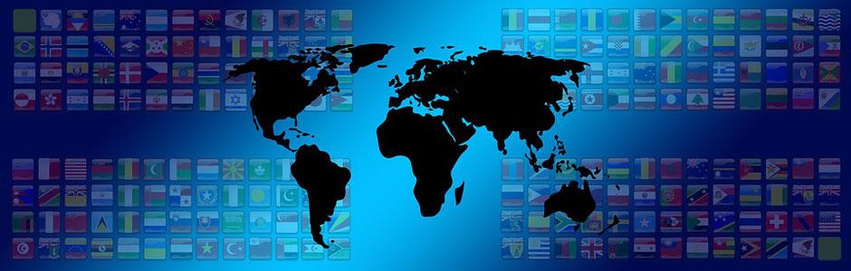 Weltkarte mit Nationalitäten und Flaggen