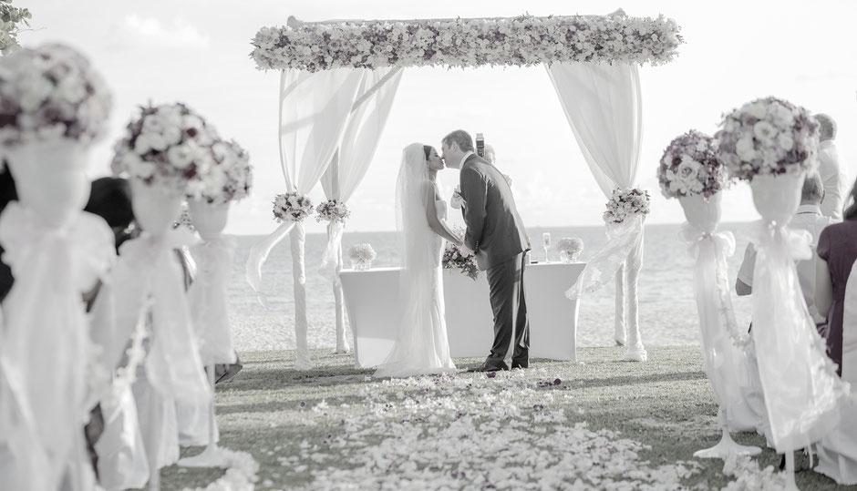 Die Zustatzoption Freie Trauung. Buchen Sie alles Wichtige für das Besondere etwas auf Ihrer Hochzeitsfeier.