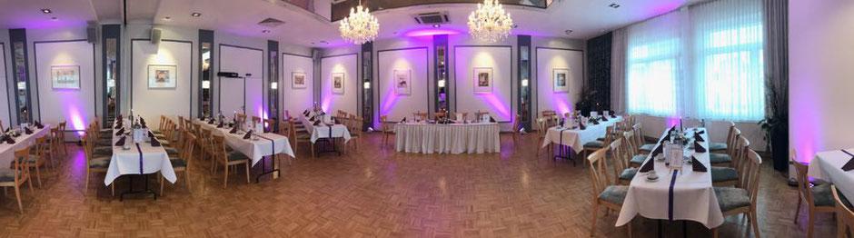 Verwandelt Sie Ihre Locationen zu einem echten hingucker mit den beiden Zusatzoptionen meiner Ambientebeleuchtung. Ein Highlight für Ihre Hochzeit mit DJ Tobi Haase.