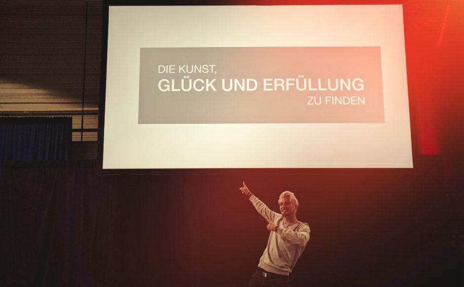 Philipp Sewing auf dem Seminar Die Kunst Glück und Erfüllung zu finden