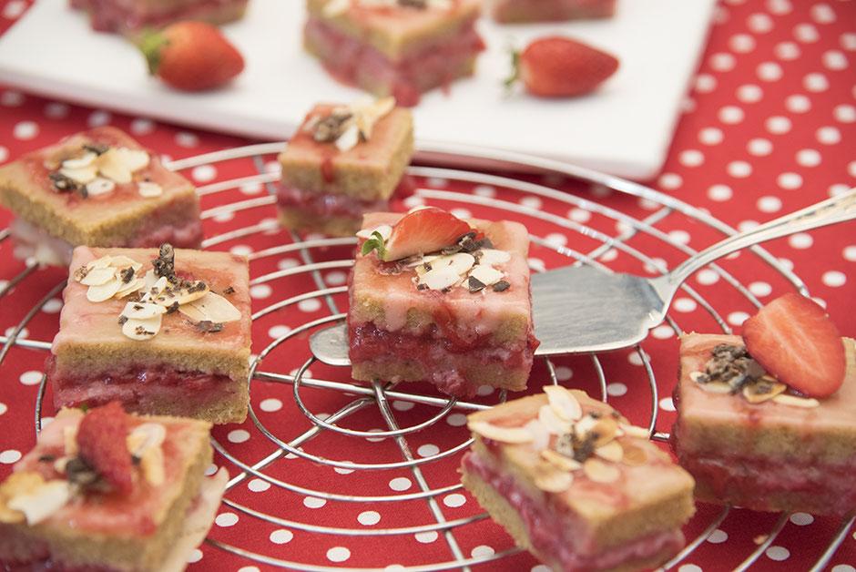 Vegane Petit Fours, Vegane Erdbeer Würfel