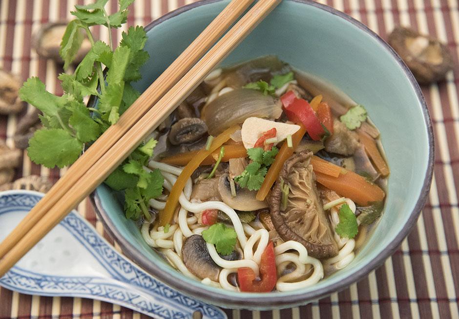 Asiasuppe mit Nudeln vegan