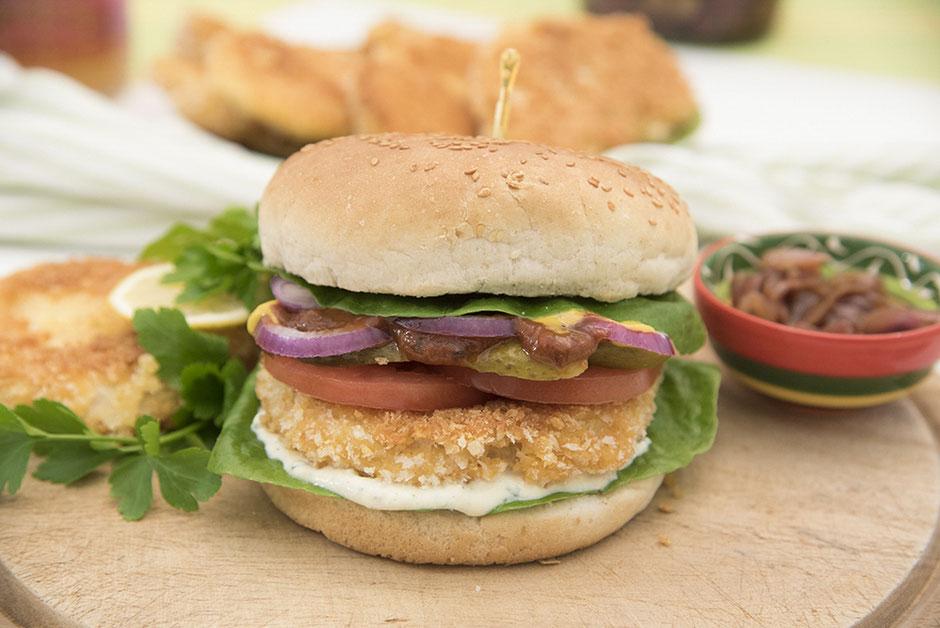 Veganer Hamburger mit Sellerieschnitzel