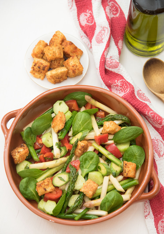 Panzanella mit Spargel vegan