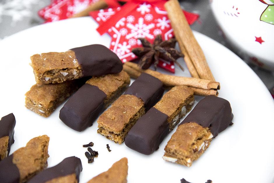 Vegane Basler Leckerli mit Schokolade