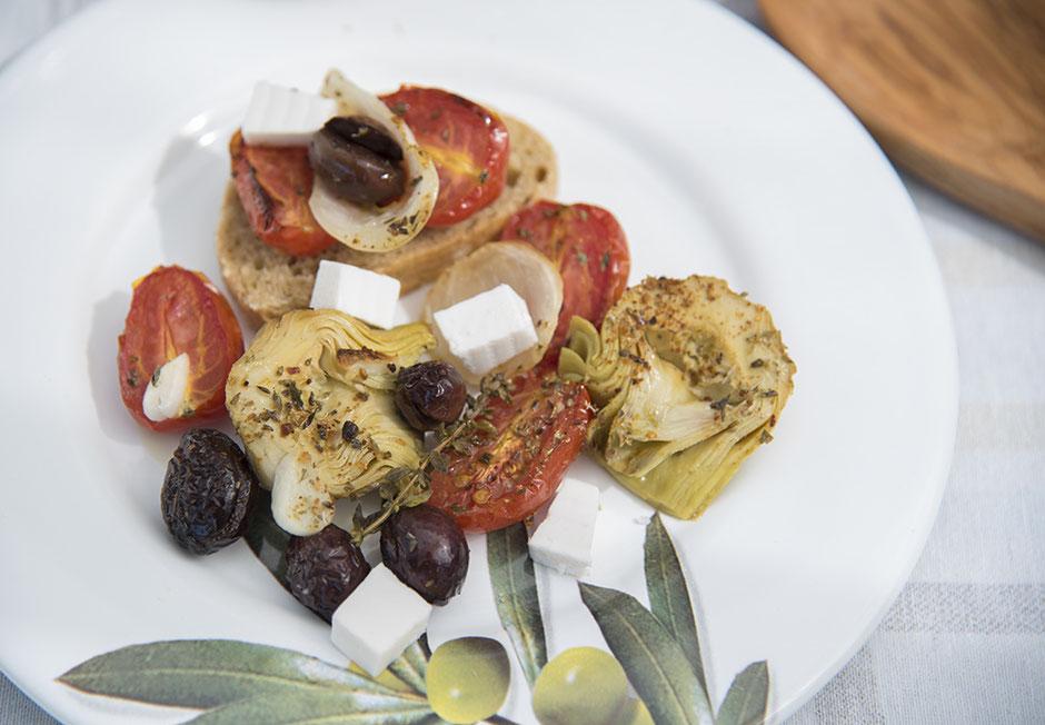 Mediterranes Ofengemüse mit Artischocken vegan mit Feta
