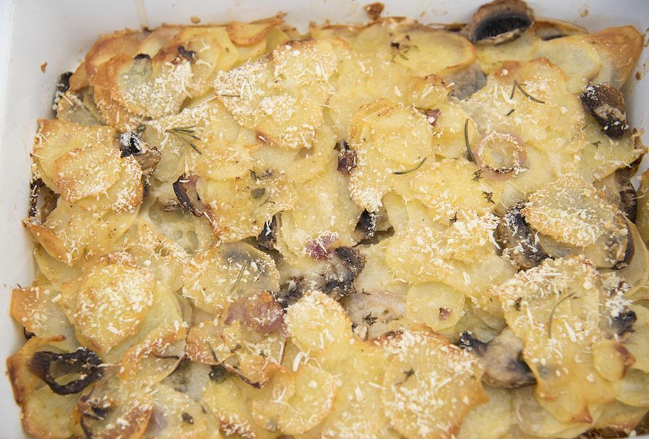 Knuspriger Kartoffelauflauf mit Parmesan , Vegan