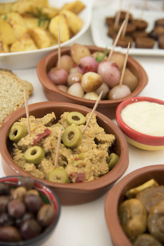 Medaillons mit Mandelsauce und Oliven vegan Tapas