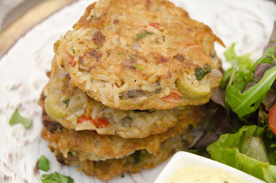 Vegane Reisküchlein mit Koriander-Currydip