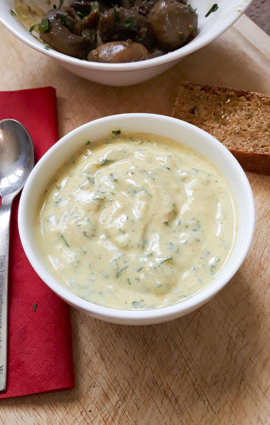 Curry-Knoblauchsauce vegan