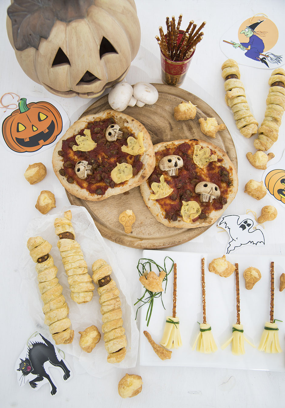 Halloween vegan Würstchenmumien Hexenbesen Totenkopf Pizza