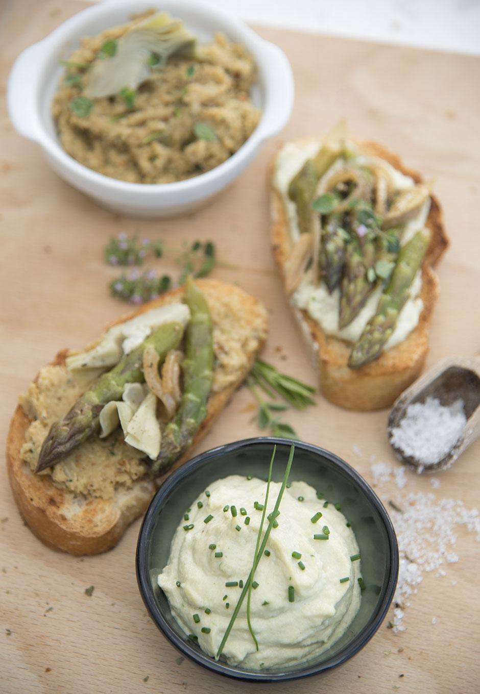 Bruschetta mit grünem Spargel vegan