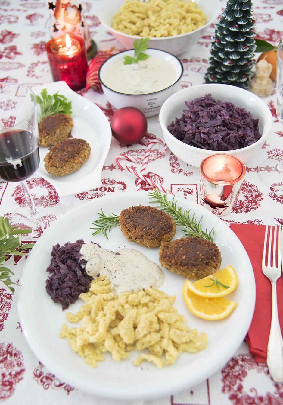 Selbstgemachte Spätzle, Pilzsauce, Weihnachtliche Frikadellen und Festlicher Apfelrotkohl