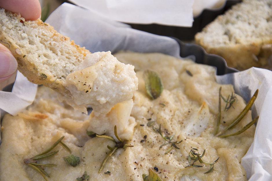 Veganer gebackener Camembert aus dem Ofen