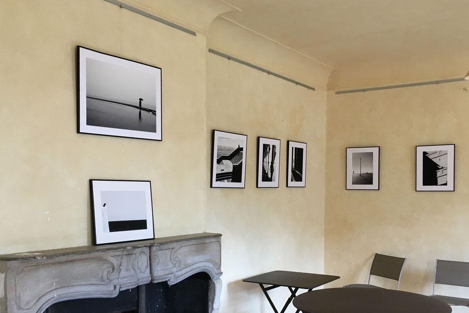 """Vue de l'exposition """"Entre les lignes"""" au jardin Serre de la Madone à Menton."""