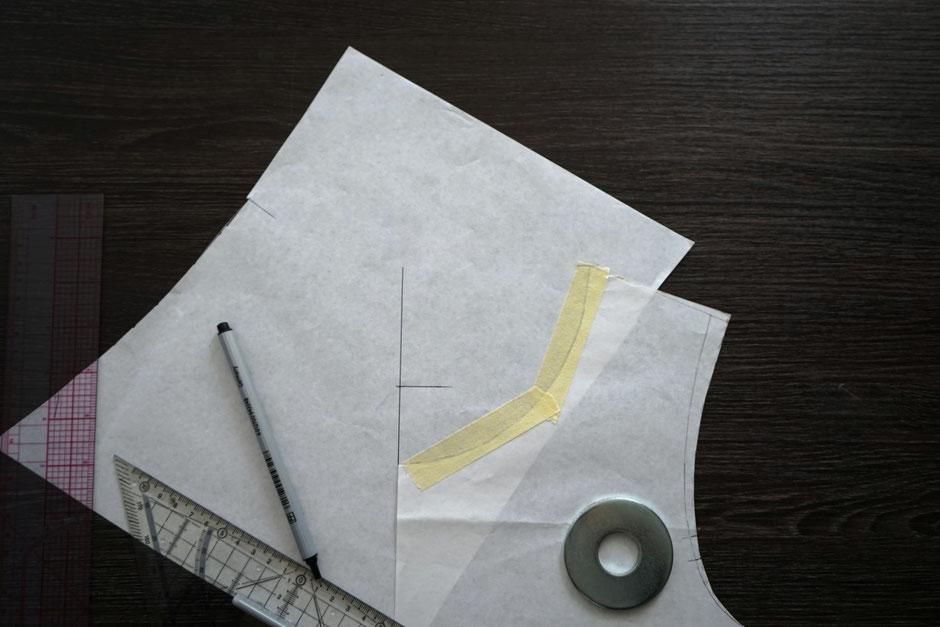 ausschnitt-anpassen-verkleinern-vergroessern-schnittmuster