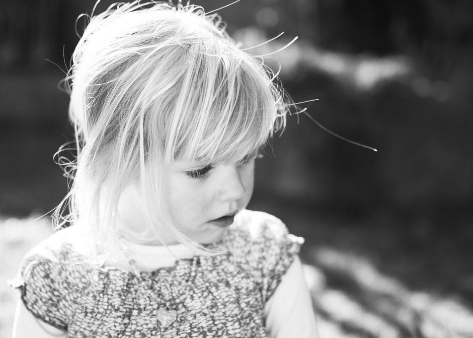 Fotografie Corinna Mamok, Kinderfotos Saarland, Kinderfotos Saarlouis, natürliche und authentische Kinderfotos Saarbrücken, Fotograf Saarland