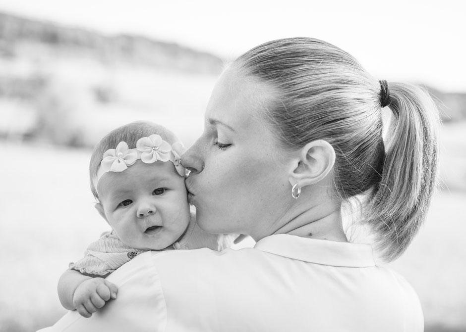 Fotografie Corinna Mamok, Neugeborenenfotos Saarland, Babyfotos Saarlouis, natürliche und authentische Babyfotos Saarbrücken, Fotograf Saarland