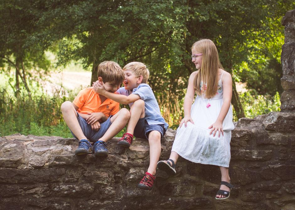Fotografie Corinna Mamok, natürliche Familienfotos Saarland, Imagefilm Familienfotograf