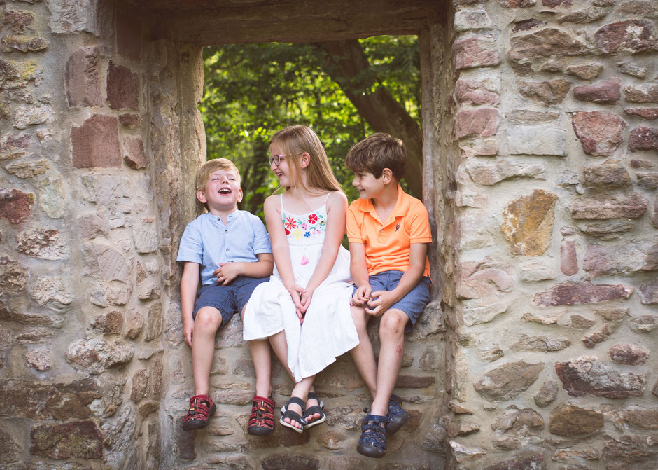 Familienfotograf Saarbrücken, Fotografie Corinna Mamok, natürlich und authentische Kinderfotos