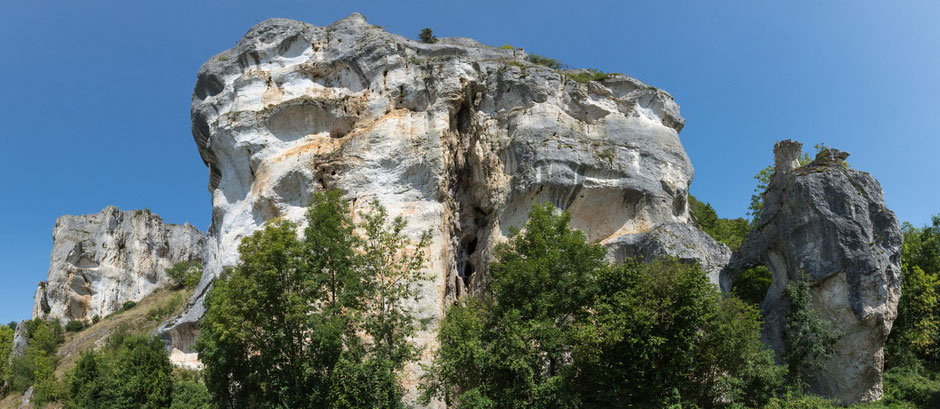 Um diese Felsen zu erklimmen, muss man kein geübter Kletterer sein, und der Ausblick entschädigt für die kurze Anstrengung