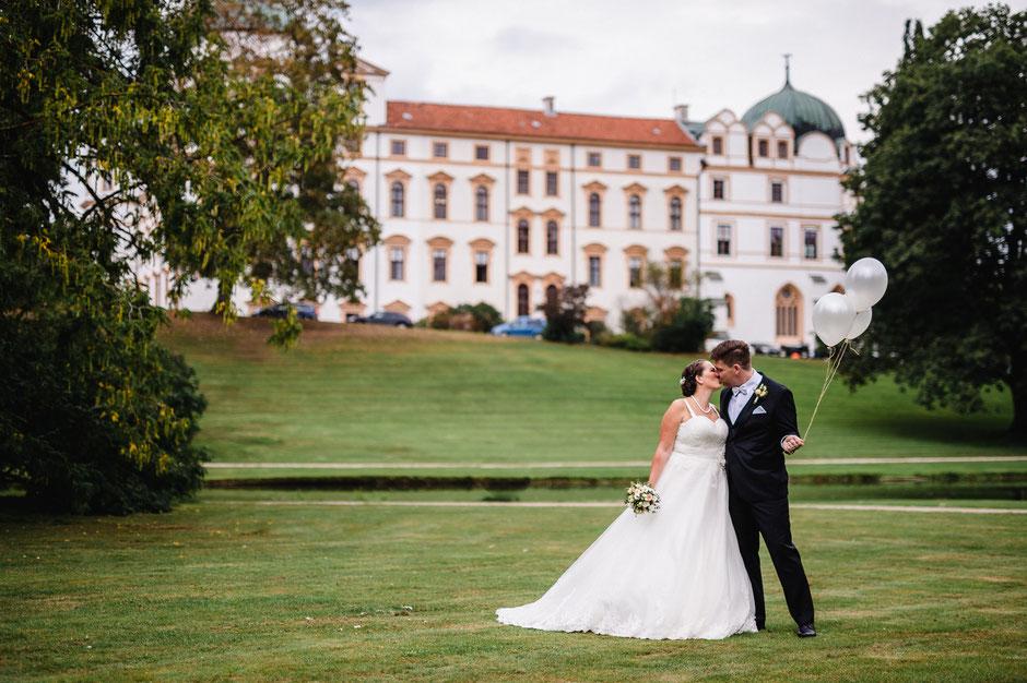 Hochzeit Celler Schloss, Nicolas Wanek photography, Ballons, Brautkleid