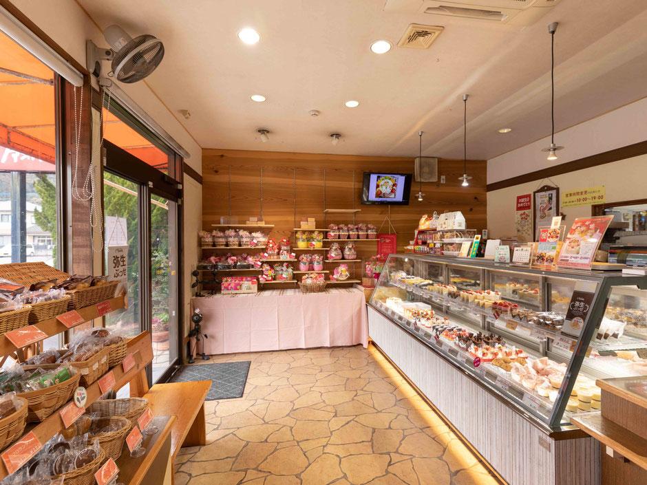 店内の様子|大分県佐伯市のケーキ屋さん|クアンカドーネ