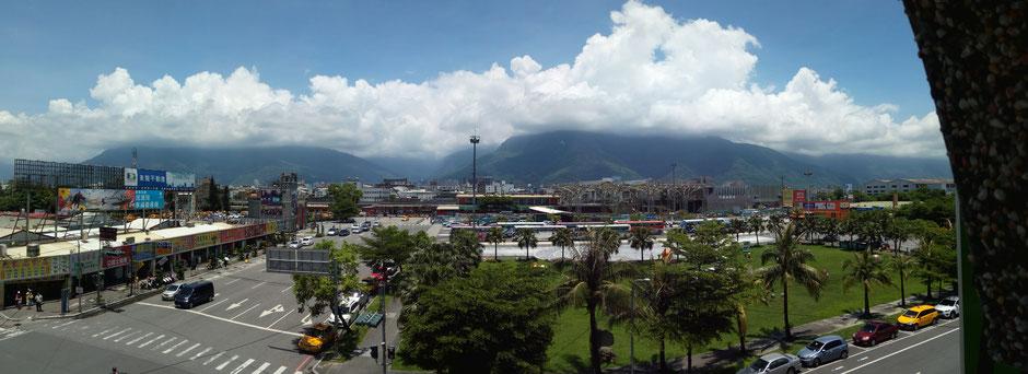 Hualien, Taiwan, Taiwan 2017, Hualien 2017, Hualien Train Station, Berge, Hualien Hauptbahnhof